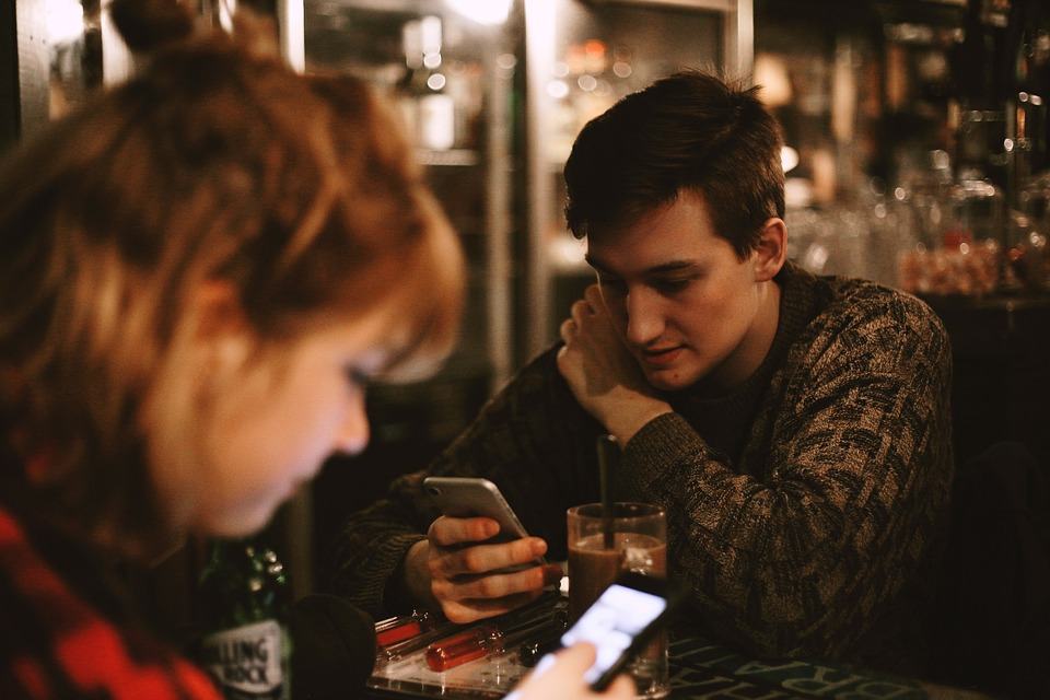 how to start a conversation with someone you've never met before over text
