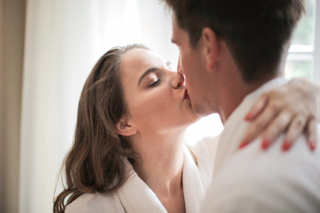 11 Types of Kisses On Different Body Parts And Their Meanings